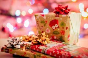 traditionele kersttrend inspiratie rood groen goud wit zilver cadeautjes